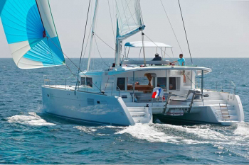 Be your own captain on catamaran or mono hull bareboat charters.