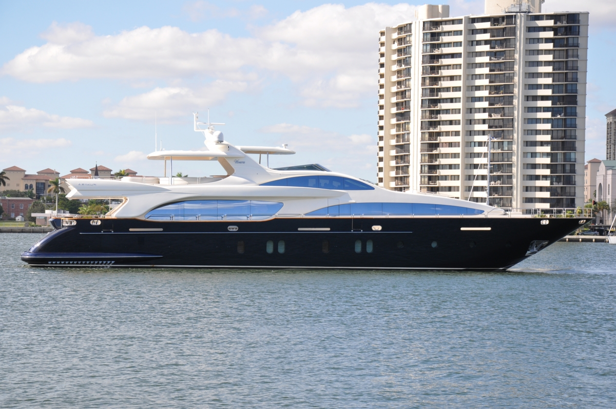Vivere - Luxury Charter Yacht